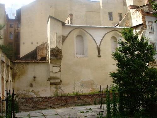 Lviv synagogue ruins_1
