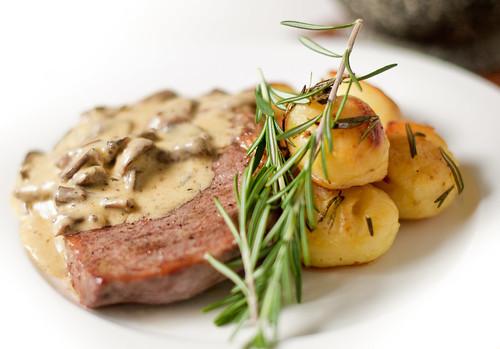 Steak, Rosemary Potatoes & Creamy Mushroom Sauce