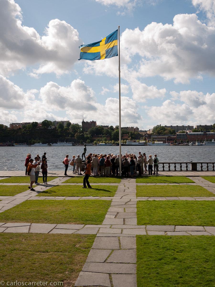 Mälaren o lago Mälar ante el ayuntamiento de Estocolmo