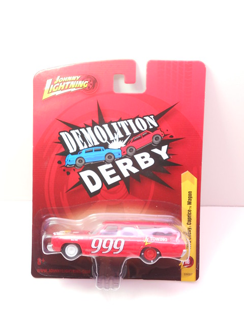 johnny lightning 1975 chevy caprice wagon demolition derby (1)