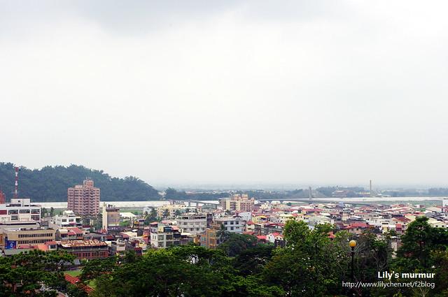 從孔廟外面的平台可以直接鳥瞰旗山街景。