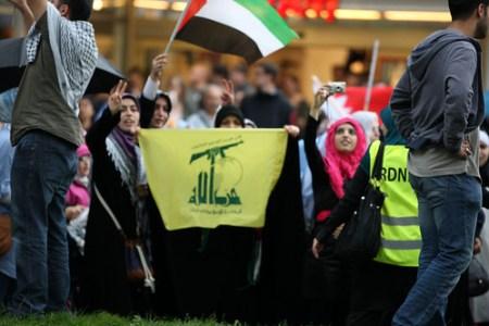 Al Quds Demo Berlin    TR_03298 Hisbollah Flag
