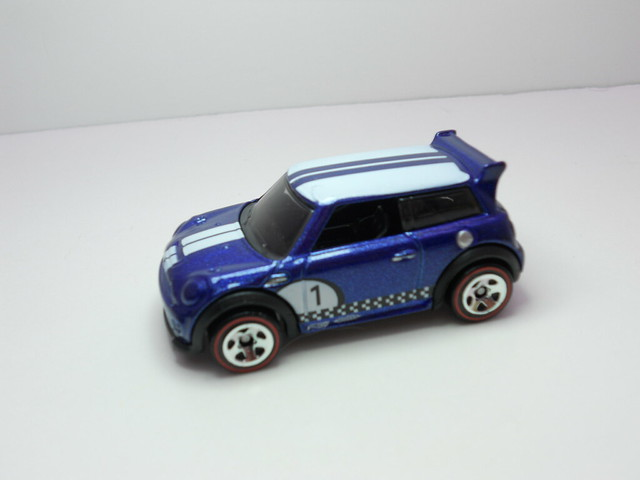 hot wheels mini challenge blue (2)