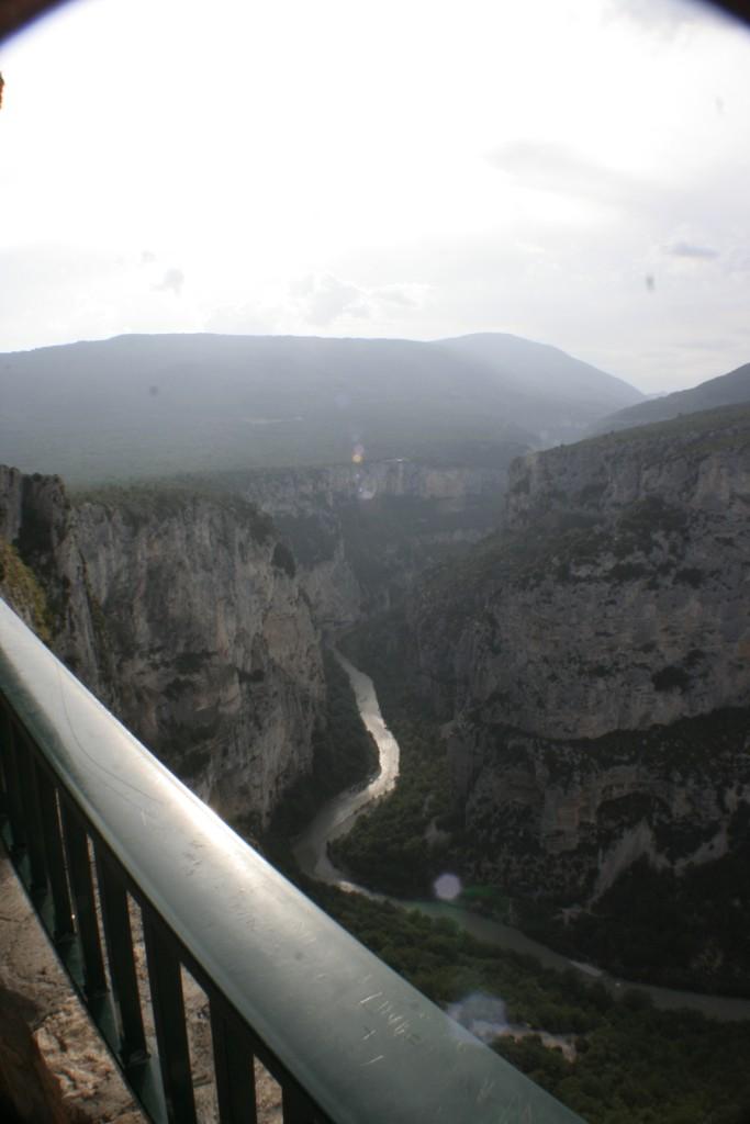 O Canion do Verdon, o rio, e as estradas na beira do precipício