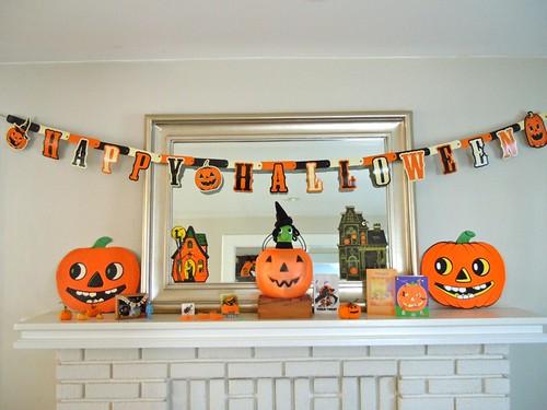Halloween decor, mantle