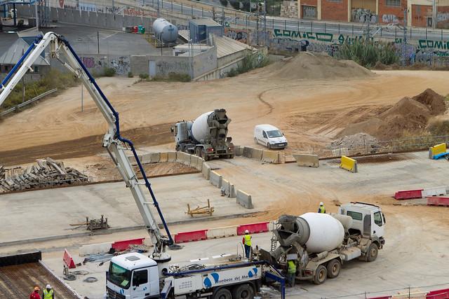 Rampa habilitada para que los camiones puedan subri a la cubierta de las losas - 21-10-11