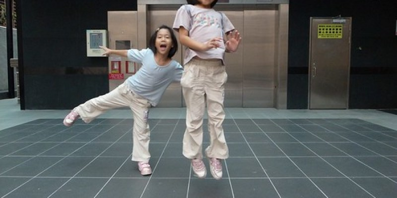 【Video】無聊到發慌玩大地遊戲:跳格子(7.2ys)