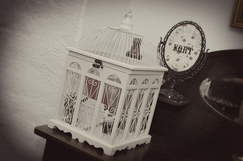 Birdcage card holder.