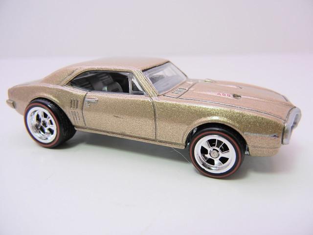 2011 HOT WHEELS GARAGE 30 CAR SET '67 PONTIAC FIREBIRD 400