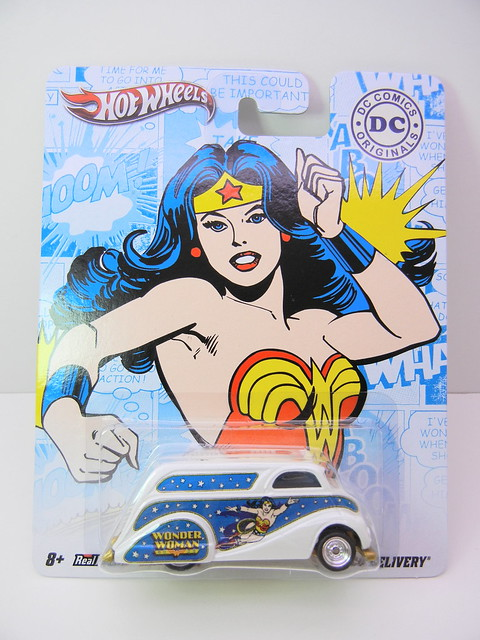 HOT WHEELS NOSTALGIA DC COMICS WONDER WOMAN DECO DELIVERY (1)