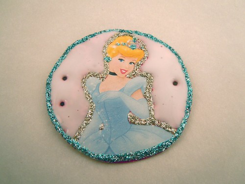 Princess tiara: flooding with glitter glue