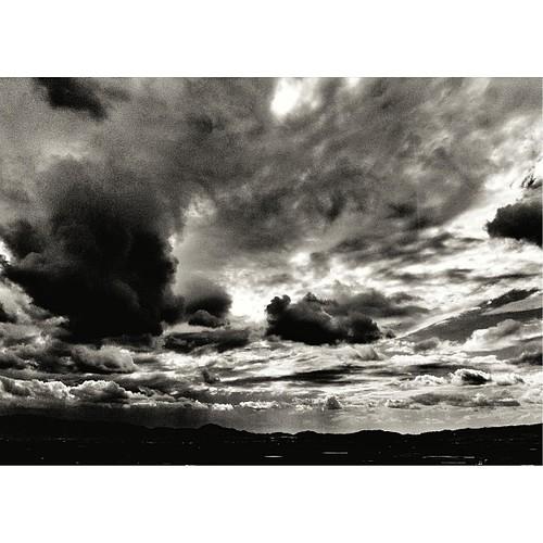 今日は、重々しく。お疲れさまでした。#sunset #iphonography #instagram