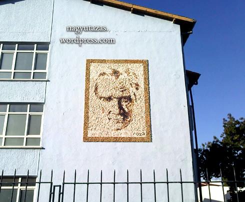 Atatürk mozaik-portréja egy ankarai iskola falán