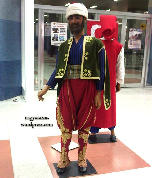 A rendőrruha történelme - Kiállítás az ankarai metrómegállóban