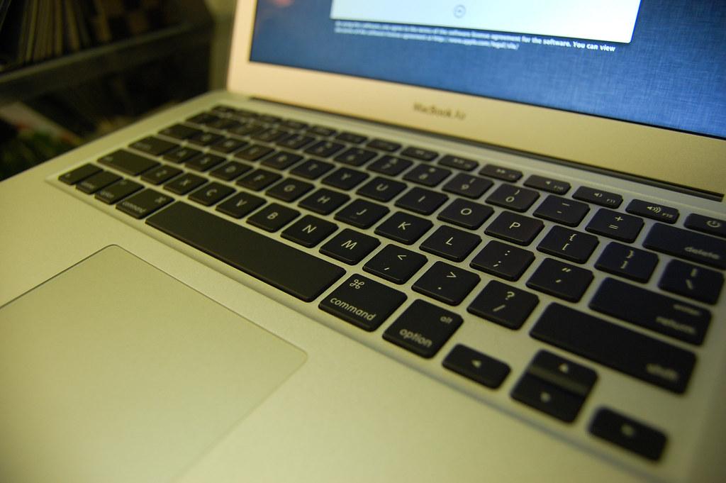從香港買比較便宜又有那麼性感的鍵盤,為何不從香港買呢?