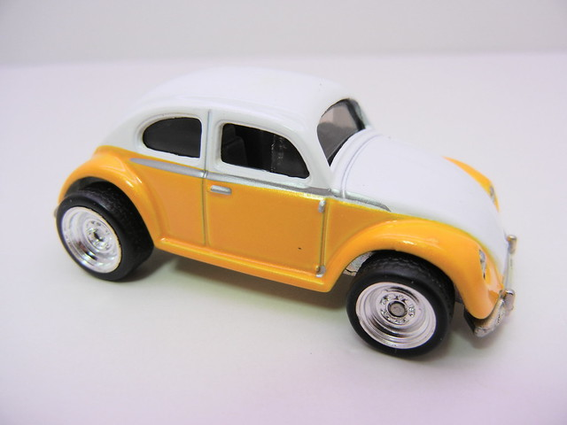 2011 HOT WHEELS GARAGE 30 CAR SET VOLKSWAGEN BEETLE