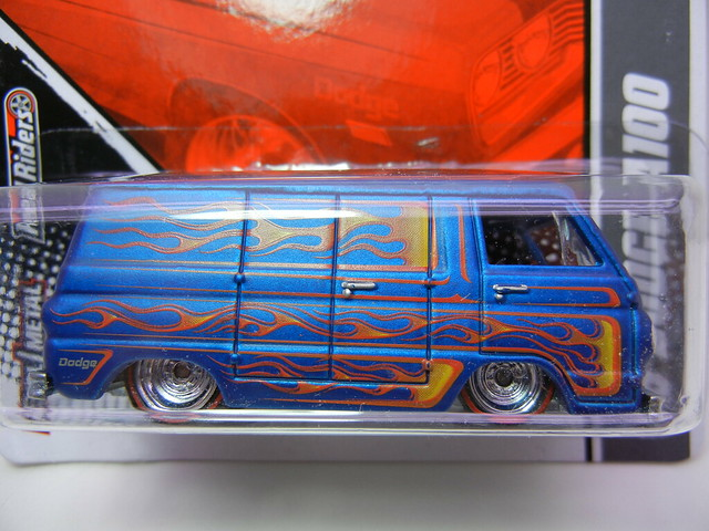 hot wheels garage '66 Dodge A100 (2)