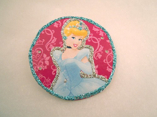 Princess tiara: daming with glitter glue