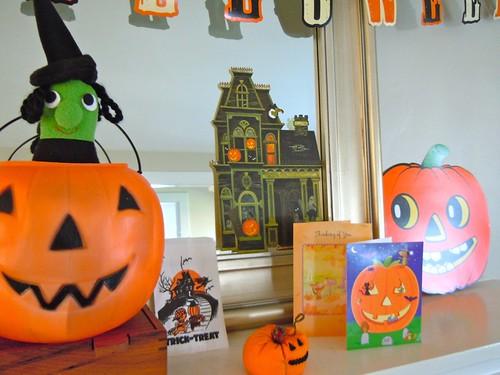 Halloween decor, mantle detail
