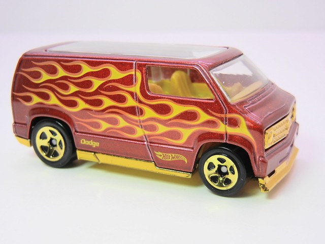 hot wheels custom '77 dodge van red (2)