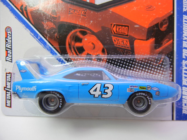 HOT WHEELS VINTAGE RACING RICHARD PETTY'S '70 PLYMOUTH SUPERBIRD (2)