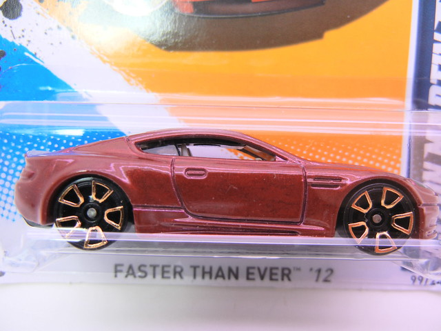 hot wheels aston martin dbs maroon (2)
