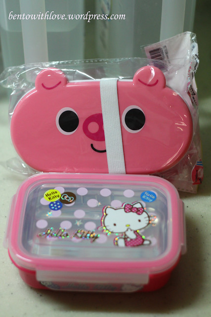 Comparison between Daiso's and this Hello Kitty Stainless Steel Lunchboxes