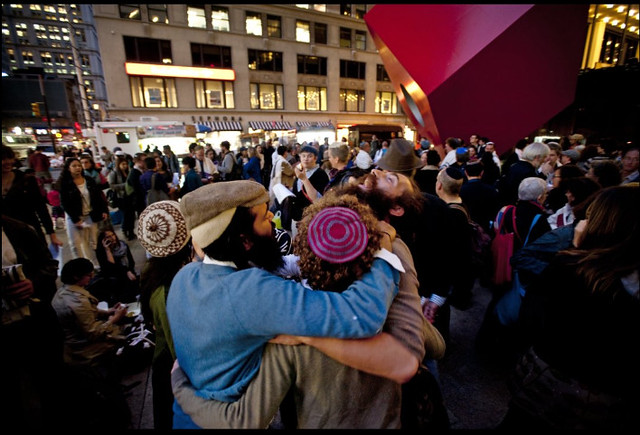 Yom Kippur Service Taking Place At Occupy Wall Street 2011-10-08 00-10-25