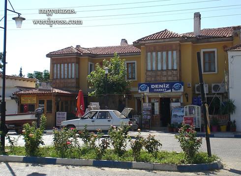 A várnegyed melletti boltocska