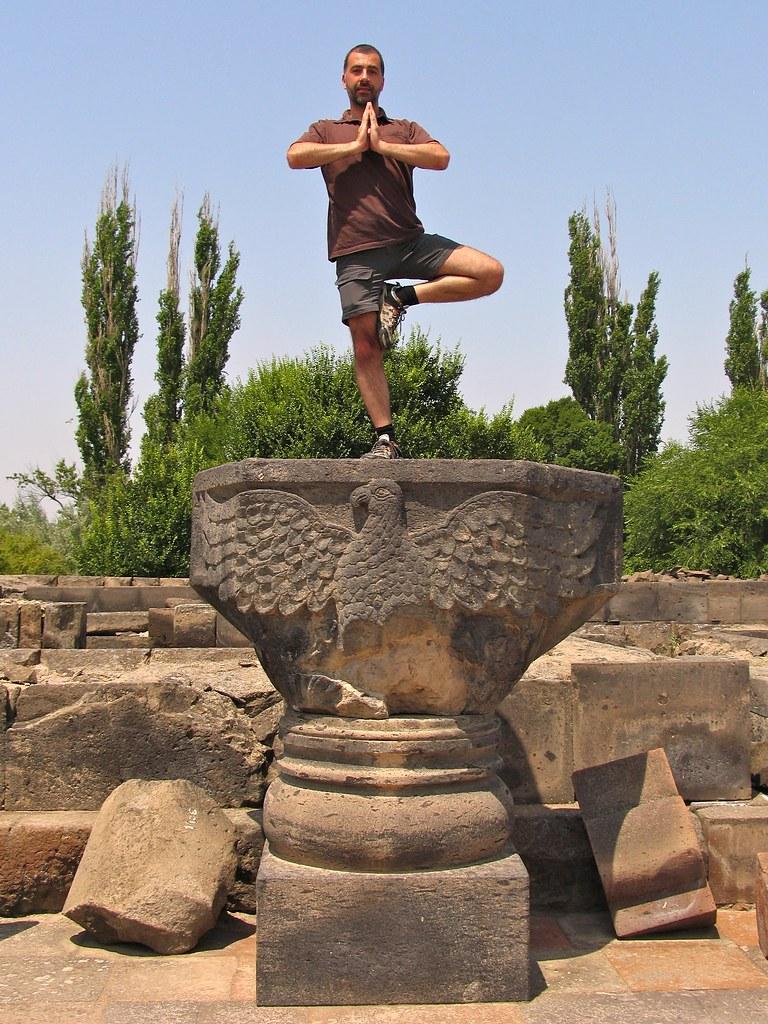 Yoga à Zvartnots, Erevan, Arménie