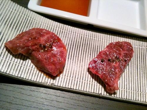 厚切りのハラミは塩とタレでいただきます。