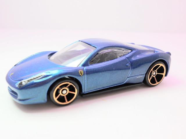 hot wheels ferrari 458 italia blue (2)