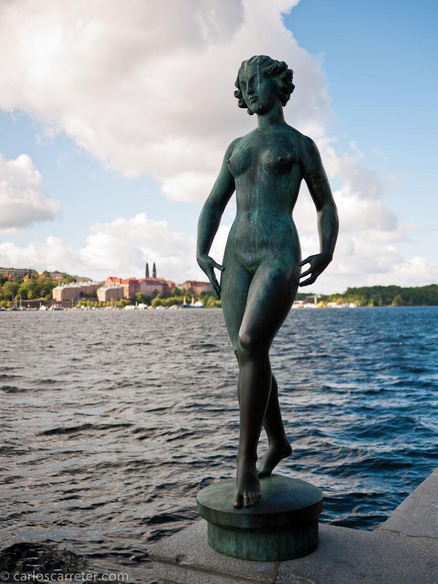 Escultura a orillas del Mälaren o lago Mälar (Stadshuset)