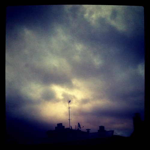 Cielo desde mi ventana, @caelete ¿Tu predicción? by rutroncal
