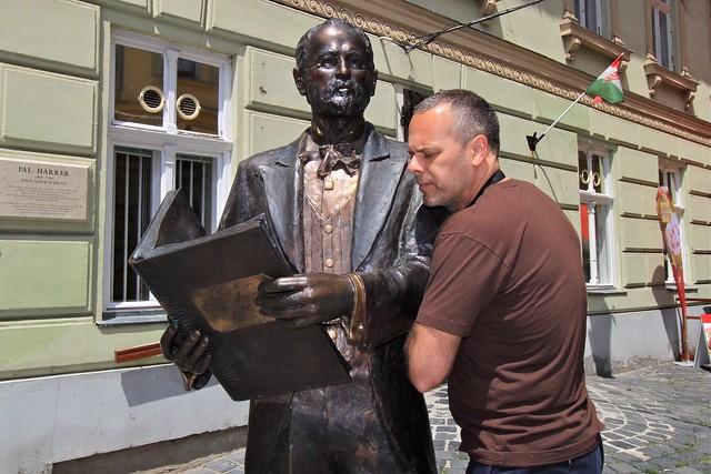 Marc et la statue, Budapest, Hongrie
