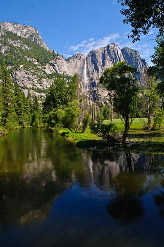 Upper Yosemite Fall and Merced River on Swingi...