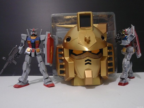 Gundam Head {Gold Coin Bank Extreme Limited} (1)