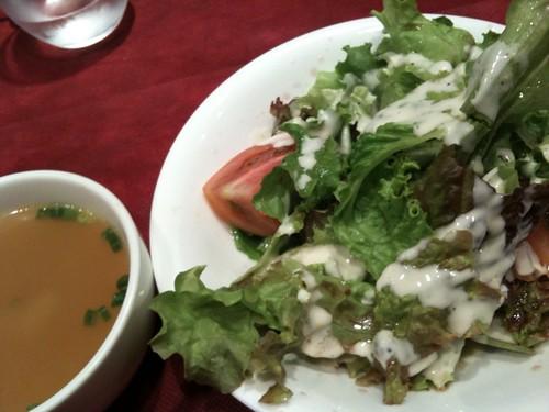 前菜のサラダとスープ。ベトラーヴ ビストロ ジロー@代々木公園