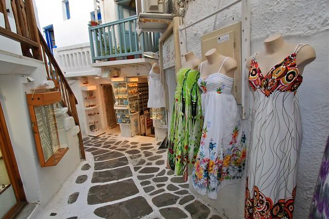 Shopping pour une robe, Myconos, Grèce