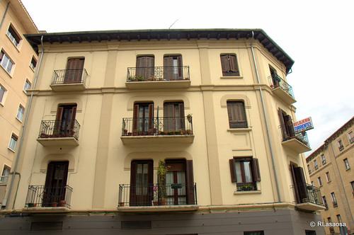 Edificios de viviendas en la calle Amaya