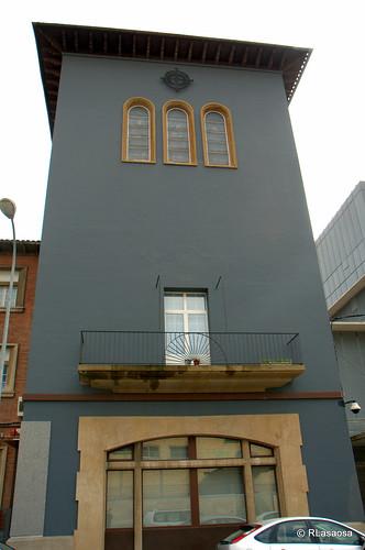 Edificio de oficinas en la calle González Tablas de Pamplona.