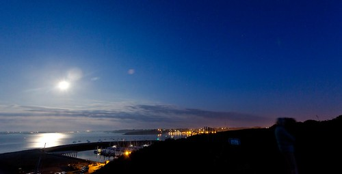 Midnight sunset by esquimo_2ooo