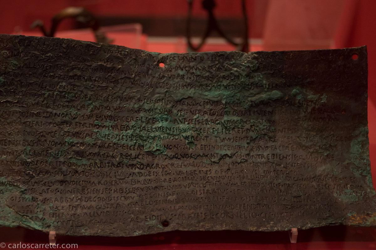 Uno de los bronces de Contrebia Belaisca (Botorrita)