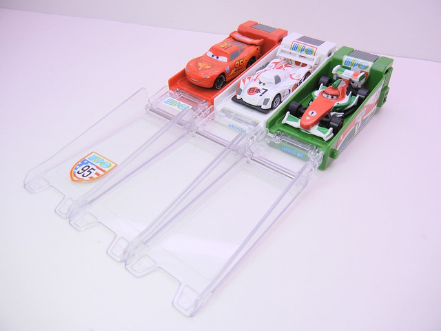 disney cars 2 tomica launcher group (3)