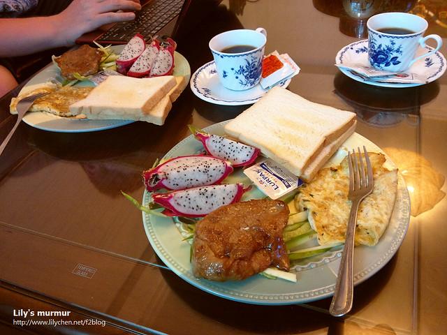 這就是東椿民宿的早餐,飲料可以選擇要咖啡或者茶,看似簡單但是營養還蠻均衡的。