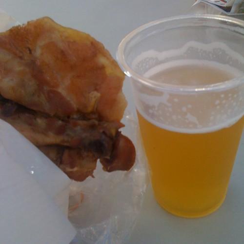 チキンレッグと地ビール