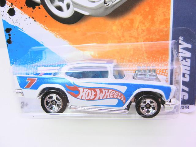 hot wheels '57 chevy white (2)