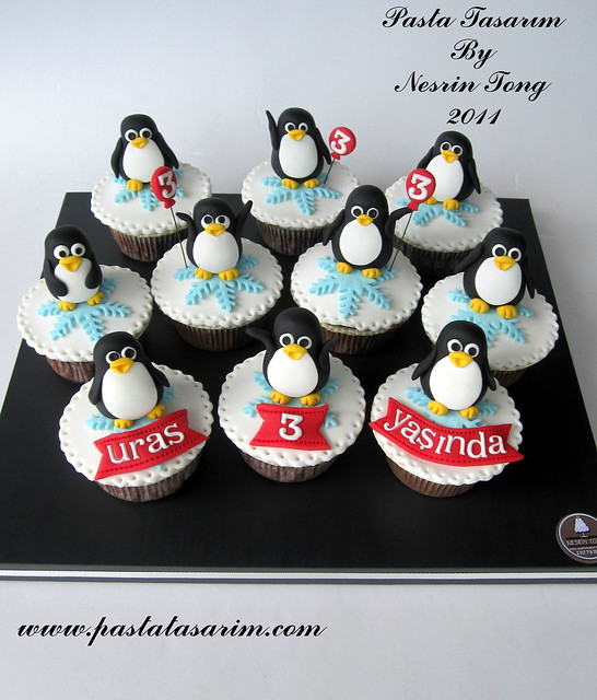 PENGUINS CUPCAKES - URAS BIRTHDAY