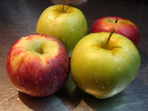 upside down Apple cake apples