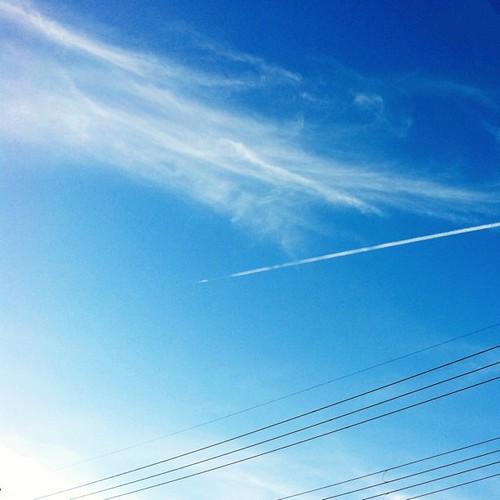秋の空と飛行機雲 #sky #iphonography #instagram